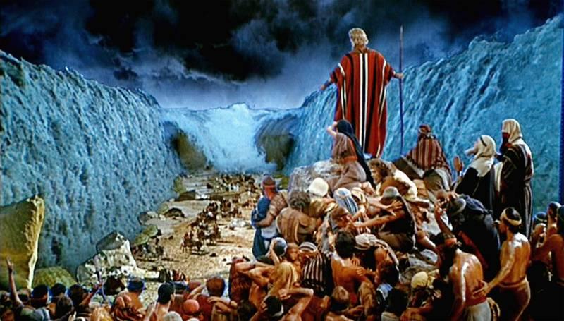 Moisés y la separación de las aguas durante el Éxodo en La Biblia Hablada