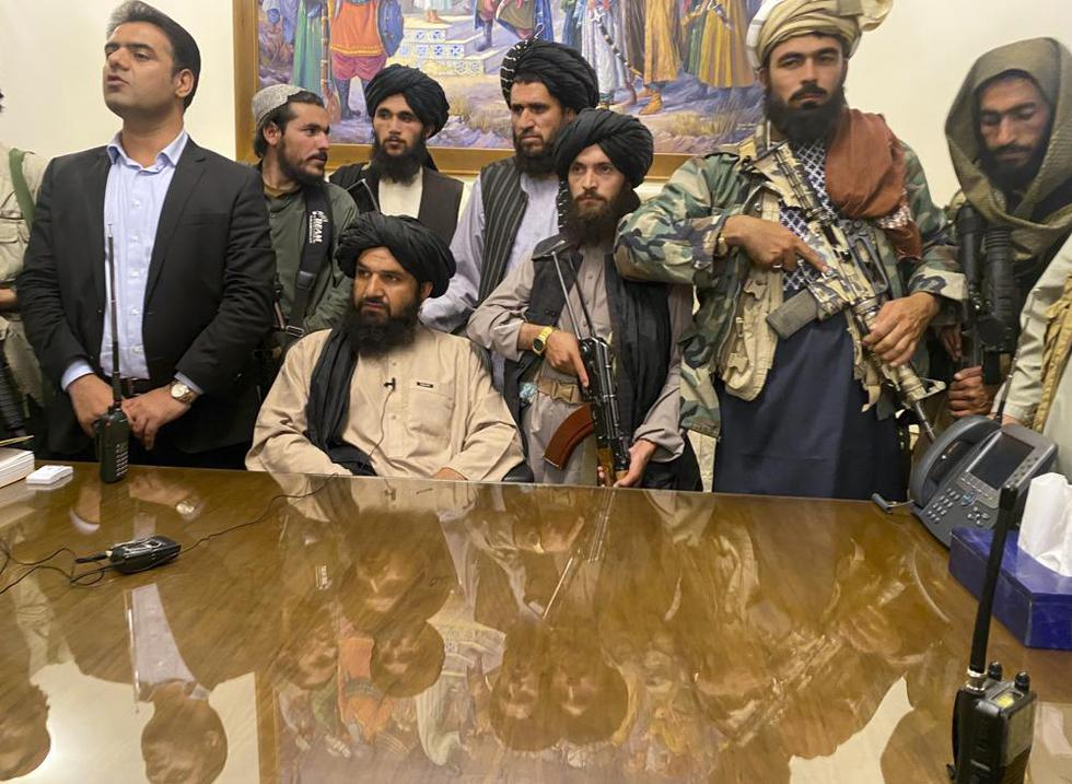 Talibanes en Palacio Afganistan